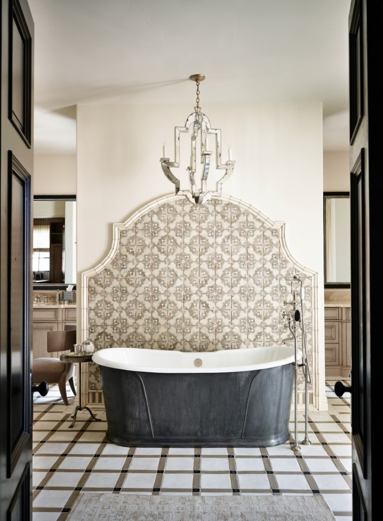 dreamy-bathtubs-black-and-white-tub