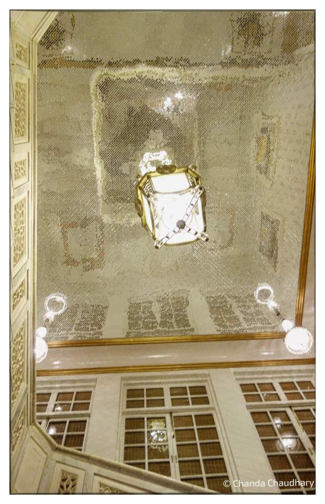 sujan-raj-mahal-palace-mirror-mosaic-ceiling