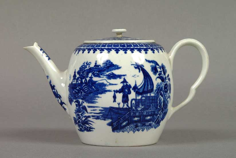 eccentric-teapot-decorative-teapot-in-under-glazed-blue