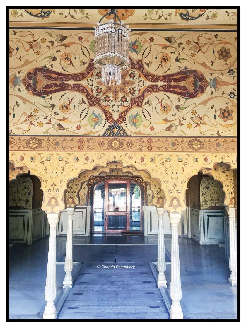Chandra Mahal - hand painted halls and ceiling