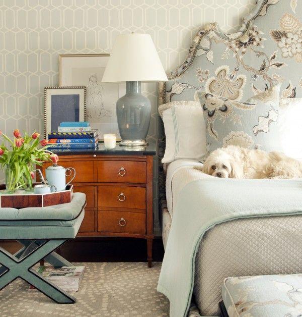 valentine-bedroom-ideas-a-sturdy-nightstand1