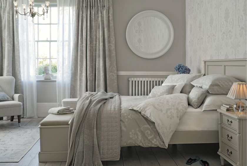 valentine-bedroom-ideas-full-length-curtains