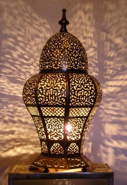 valentine-bedroom-ideas-golden-glow1