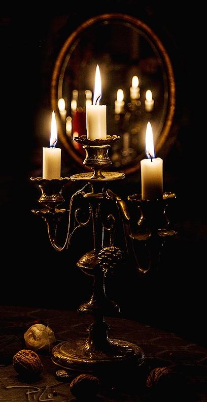 valentine-bedroom-ideas-golden-glow3